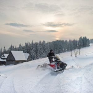 nauka-jazdy-na-skuterach-snieznych-szkolenia-zdj-24